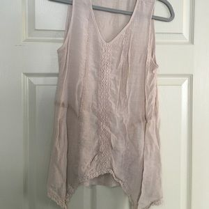 Tops - Cute light beige flowy tank!